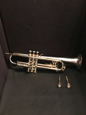Lot 008 King Trumpet Silver Sonic. 19.75L. PICK UP IN BELLMORE.