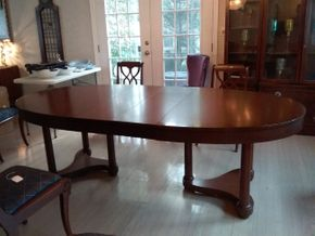 Lot 026 Restored Drexel Heritage Dining Room Table With 5 12Inch Leaves 30H 46W x 70L PICK UP IN ROCKVILLE CENTRE