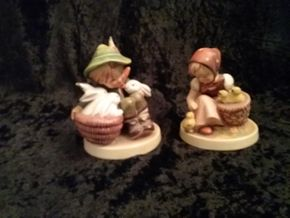 Lot 021 Lot of 2 Hummels PICK UP IN GARDEN CITY