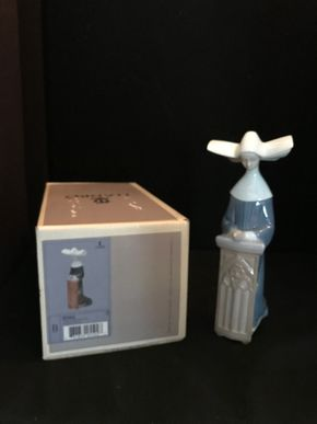 Lot 044 LLADRO MEDITATION NUN 5502 WITH ORIGINAL BOX. 8.5 IN. T. PICK UP IN BELLMORE.