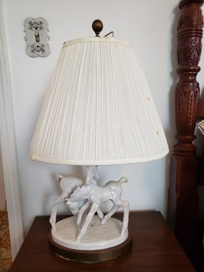 Lot 013 CC TJ-PU/White Horse Table Lamp 24H  Base 10.75W x 8.875L AS IS PICK UP IN WHITESTONE, NY