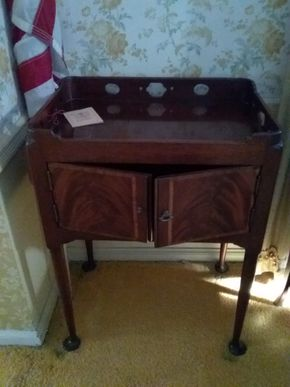 Lot 009 The South Hampton Co Telephone Table 30H x 15W x 22L PICK UP IN GARDEN CITY