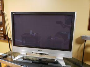 Lot 036 Panasonic Viera TV 42/HD Plasma / Model No. TH-42PX60U PICK UP IN MALVERNE,NY