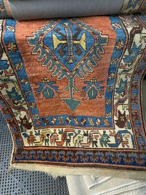 Lot 007 GOES TO TJ Handmade rug blue red 43 IN W PICK UP IN GARDEN CITY