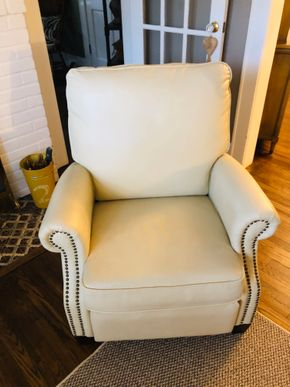 Lot 035 White Leather NailHead Lounger Chair  26H x 35W x 43H PICK UP IN BELLEROSE VILLAGE 11001