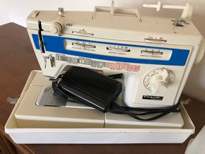 Lot 036 Singer Tailor Sewing Machine Full Zig Zag Model 934FB 20 inches long w/case/cover PICK UP IN NORTH BABYLON