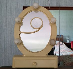 Lot 016 CC- WILL NOT BE PICKING UP/Vintage Make Up Mirror PICK UP IN EAST ELMHURST ON AUG 19TH
