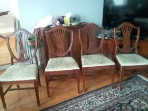 Lot 059 Lot Of 4 Hepplewhite Style Dining Room Chairs As Is Some Scratched and Stains On Cushions 38H x 17w x 19L PICK UP IN GARDEN CITY