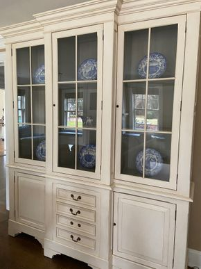 Lot 008 White china cabinet 78in L X 16in W X 92in H PICK UP IN GARDEN CITY 1