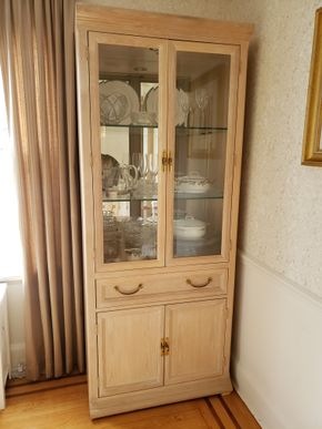 Lot 041 Light Wood China Cabinet 1 Drawer (CONTENTS NOT INCLUDED) 78H x 32W x 16.5D PICK UP IN GARDEN CITY,NY