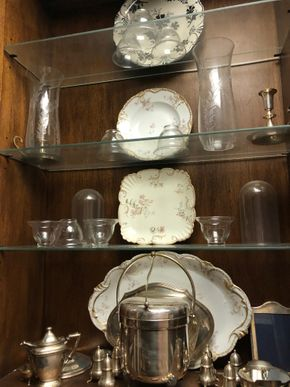 Lot 019 Contents of cabinet including silver-plate items, tableware, decorative porcelain