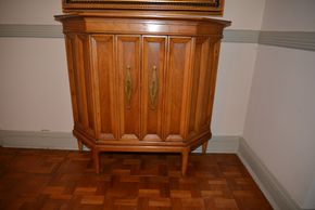 Lot 017 Wood 2 Door Cabinet 1 Shelf 31.25H x34W x11L PICK UP IN ROCKVILLE CENTRE, NY