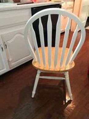 Lot 044 Lot of 6 Wooden Chairs 36Hx17Wx18 CAN BE PICKED UP IN GARDEN CITY.