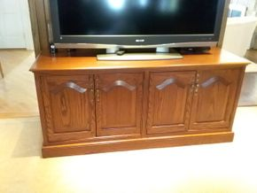 Lot 026 TV Console Cabinet 21 x 28 x 62 PICK UP IN ROCKVILLE CENTRE