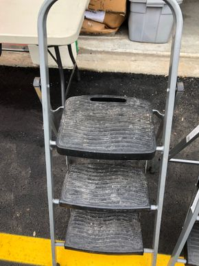 Lot 023 Lot of 2 Rubbermaid Step Ladders