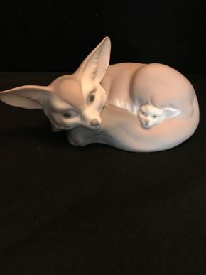 Lot 040 Lladro Fox With Original Box. 3H X 7Inches. L. PICK UP IN BELLMORE.
