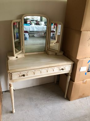 Lot 017 Dressing table 3 panel hinged mirror original glass, 3 drawers and matching upholstered bench 57H x 40W x 20D PICK UP IN PECONIC/RIVERHEAD