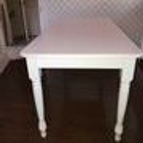 Lot 045 White Poundex Kitchen Table 36Hx17Wx17Long CAN BE PICKED UP IN GARDEN CITY.