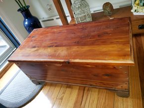 Lot 005 PU- Pay at Tag Sale/ Vintage Cedar Chest  PICK UP IN MINEOLA,NY