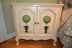 Lot 025 Topiary Chest 30H x 31W PICK UP IN PECONIC/RIVERHEAD