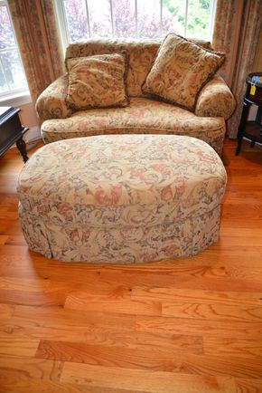 Lot 023 Broyhill Loveseat 30.5H x 56W x 39L and Ottoman 18.5H x 47W x 30L PICK UP IN MALVERNE,NY