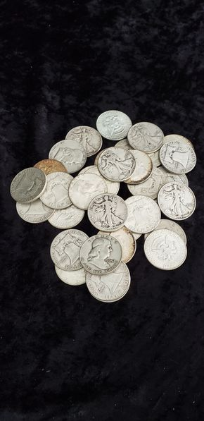 Lot 012 Pick Up of Silver Half Dollars PICK UP IN GARDEN CITY