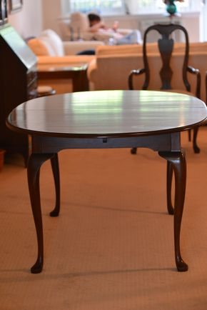 Lot 002 Dining Table 29H x 41.375W x 41.25 with 2- leaf /pads PICK UP IN GLEN COVE, NY