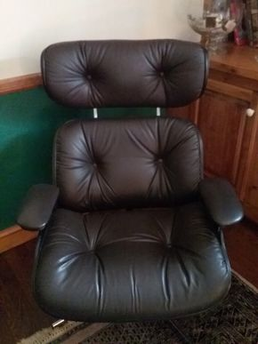Lot 041 Eames Style Leather Chair in Excellent Condition 39.5H x 23W x 32L PICK UP IN GARDEN CITY