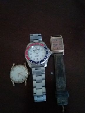 Lot 002 Lot Of 3  Watches For Repair PICK UP IN GARDEN CITY