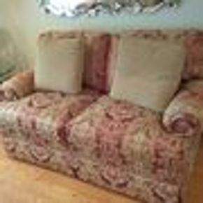 Lot 106 2 Seat Custom Upholstered Thomasville LOVE SEAT 31H x 34W x 59L PICK UP IN GARDEN CITY