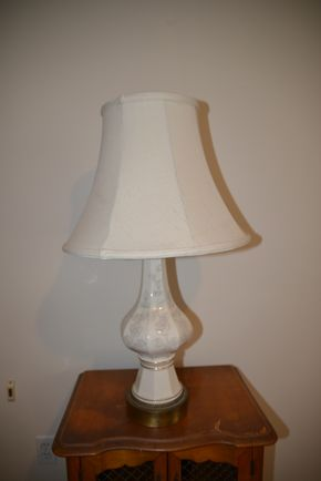 Lot 022 PICKING UP White Table Lamp 30H PICK UP IN CATHEDRAL GARDENS HEMPSTEAD NY