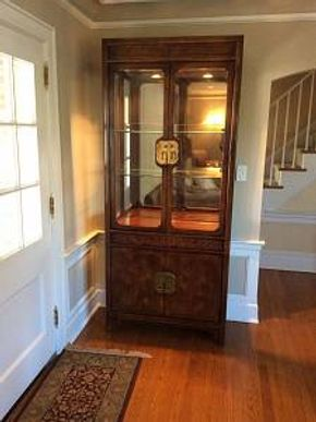 Lot 070 Henredon China Cabinet With 2 Shelves ITEM CAN BE PICKED UP IN ROCKVILLE CENTRE