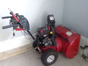 Lot 088 26 Inch Electric Start Craftsman Snow Blower PICK UP IN OLD WESTBURY