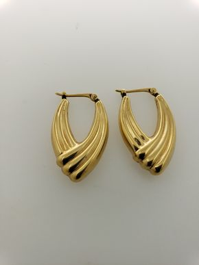 Lot 019 PU/Pair of Gold Earrings PICK UP IN GARDEN CITY,NY