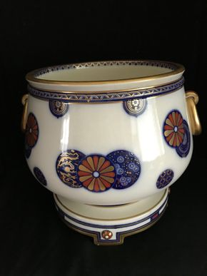 Lot 132 Centerpiece Bowl on Stand Imari Design Possibly English PICK UP IN GARDEN CITY