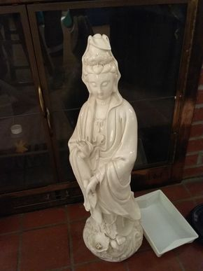 Lot 041 Porcelain Kewan-Yin Statue 26 Inches all PICK UP IN WILLISTON PARK