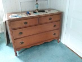 Lot 026 4 Drawer Dresser 31.5H x 22W x 46L PICK UP IN NORTHPORT