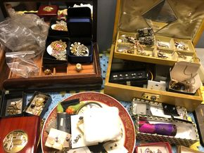 Lot 019 Del-TJ/ Lot of Costume Jewelry PICK UP IN GARDEN CITY,NY
