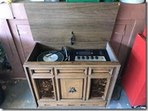 Lot 025 Console stereo 32W X 16D X 28H Eight Track player Portion does not work PICK UP IN WESTBURY