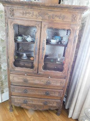 Lot 018 French Wedding Hutch China Cabinet Wood Top 2 Wood Shelves and 3 Drawers. Pull out Serving Bar Bottom 3 Wood Drawers (Contents Not Included) 64H x 37.5W x 16.5L PICK UP IN CENTERPORT