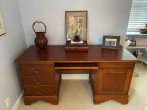 Lot 036 Wood desk 62in L X 24in W X 30in H PICK UP IN GARDEN CITY 2
