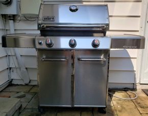 Lot 029 Webber Genesis Gas Grill PICK UP IN ROCKVILLE CENTRE, NY