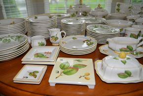 Lot 037 Complete Set of Villeroy and Boch Parkland Fine China Dishes PICK UP IN PECONIC/RIVERHEAD