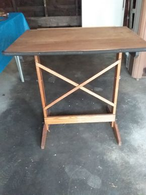 Lot 021 Drafting Table 30H x 24W x 31L PICK UP IN WESTBURY