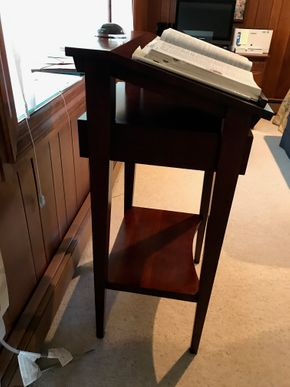 Lot 038 Book Stand with Magnifying Glass and American Heritage Dictionary. 21Wx42Hx23L CAN BE PICKED UP IN GARDEN CITY