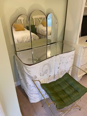 Lot 038 Vanity set with green seat 36in L X 18in W X 26in H Mirror 33in L X 22in H PICK UP IN GARDEN CITY 2