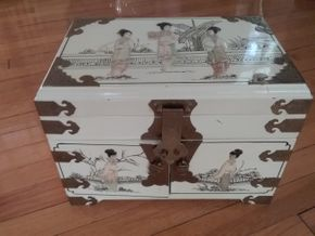 Lot 051 Asian Lacquer Jewelry Chest 10H x 9W x 14L PICK UP IN OLD WESTBURY
