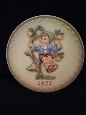 Lot 094 1977 Hummel Plate PICK UP IN ROCKVILLE CENTRE