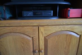 Lot 032 Left message have not heard back/ Paid  TV Counter Stand 7H x 21.5W x 7.5L PICK UP IN SEAFORD, NY