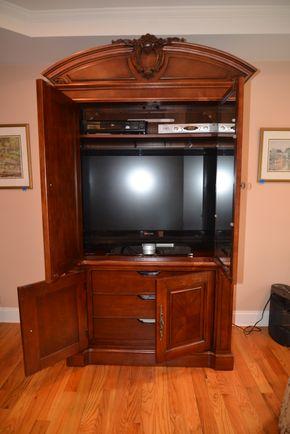 Lot 024 Phillips TV 42' Diagonal PICK UP IN MALVERNE,NY